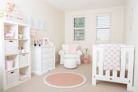chambre de fille bebe décoration chambre bébé en 30 idées créatives pour les murs
