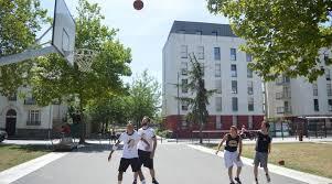 terrain de basket exterieur rennes pause basket le midi pour les jeunes actifs