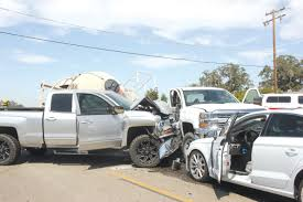 100 Valley Truck And Trailer Crash Upends Fertilizer Trailer Mid Times