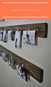 wand mit holzleisten schwarz weiße fotos wohn esszimmer