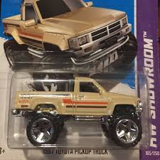100 1987 Toyota Truck Pickup 2013 HW Showroom Series Toys Games
