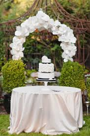 Elegant Outdoor Wedding Cake Table Decorations