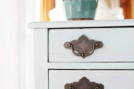 Americana Decor Chalky Finish Paint Tutorial by How To Easily Distress Furniture With Chalky Finish Paint