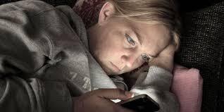 3 gründe wieso sie keinesfalls mit ihrem handy schlafen sollten