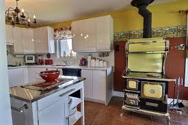 cuisine poele a bois espace et polyvalence à mirabel lisane berthiaume collaboration