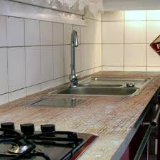 appliquer une résine sur un plan de travail de cuisine