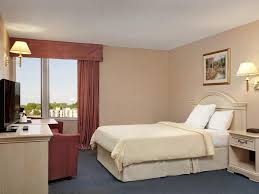 Skylon Tower Revolving Dining Room Reservations by Travelodge By The Falls Niagara Falls Canada Booking Com
