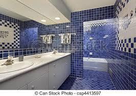 badezimmer mit blauen fliesen badezimmer in gehobenem haus