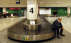gatwick airport bureau de change gatwick airport drafts in workers amid fears of more baggage chaos
