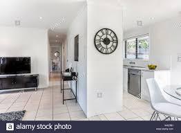 kombinierte ansicht der stilvollen wohnzimmer mit einem