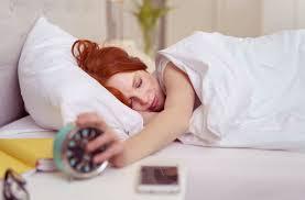 smartphones blaufilter für besseren schlaf wissen