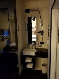 kleines mini bad hinter schiebetür wc dusche getrennt