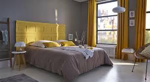 chambre jaune et gris le jaune moutarde et le gris jouent les contrastes dans la chambre