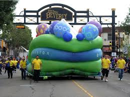 Parade Float Decorations Edmonton by Edmonton Shelves Controversial Balloon Float After Four Years