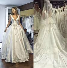 High Quality Satin Wedding Dresses Backless V Neck Winter Bridal Gowns Court Train Crystals Medieval Vestidos Appliques Dress Ball Gown