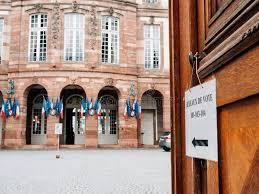 bureau de vote bureau de vote polling station city with flags in