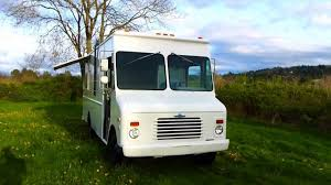 For Sale 1989 White Food Truck 16ft Kitchen - YouTube