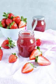 erdbeer rhabarber marmelade mit tonkabohne