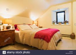 100 White House Master Bedroom Queen Size Bed With White Bedspread And Red Blanket Wooden End