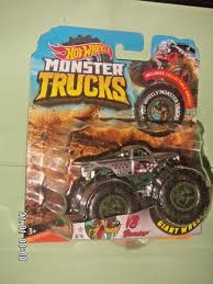 HOT WHEELS 2018 MONSTER TRUCK V8 - Bomber GIANT WHEELS 8/16 VERY ...