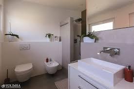 schicke offene dusche ausgeführt als fugenlose dusche
