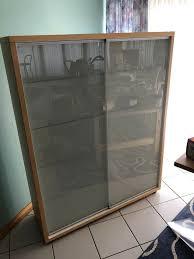 ikea glasvitrine vitrine glas schiebe türen schrank esszimmer