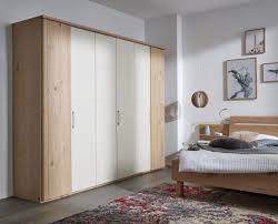 interliving schlafzimmer serie 1013 kleiderschrank sandfarbener lack balkeneiche sechs türen