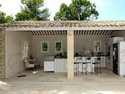 cuisine extérieure d été une cuisine d été comme un îlot de convivialité au coeur du jardin