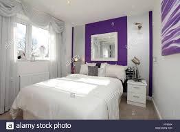 wohngebäude schlafzimmer lila dekor wand funktion
