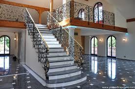 wohnzimmer in marmor treppen bodenplatten und kamine aus