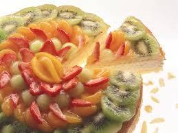 käsesahne torte mit früchten