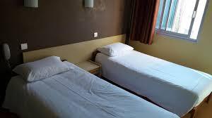 hotel avec dans la chambre perpignan chambres perpignan estève cabestany hôtel kennedy
