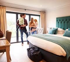 familienzimmer im hotel infos tipps unterschiede