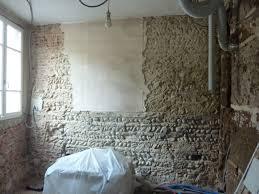 le mur du fond de l entrée en galets et briques de terre de brique