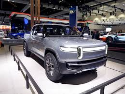 100 Truck Suv Rivian R1T Electric First Look Kelley Blue Book