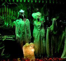 Halloween Town Burbank Ca Hou by Spookshows Com Blog Halloweentown Store Window Displays
