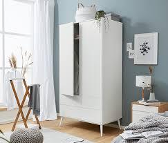 skandinavischer kleiderschrank stauraum im schlafzimmer