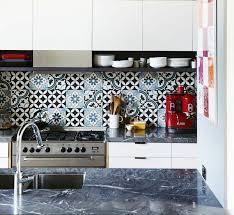 idee mur cuisine idee carrelage mural cuisine 5 noir lzzy co