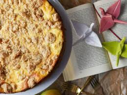 apfel streusel kuchen mit marzipan creme und dattelkaramell