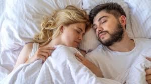 schimmel im schlafzimmer ursachen tipps zur beseitigung