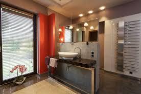 sichtschutz für badezimmerfenster neugierige blicke einfach