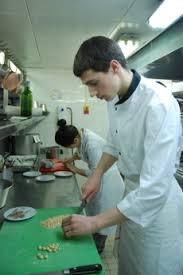 commi de cuisine une journée avec lucas marini commis de cuisine au pavillon