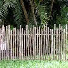 18 DIY Garden Fence Ideas To Keep Your Plants