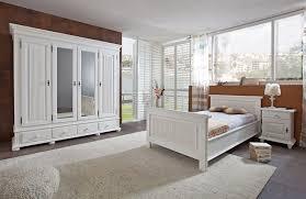 schlafzimmer altweiss im landhausstil aus massiver fichte
