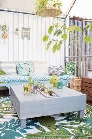diy bepflanzter lounge tisch für den balkon leelah
