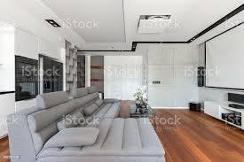 wohnzimmer mit leinwand stockfoto und mehr bilder architektur