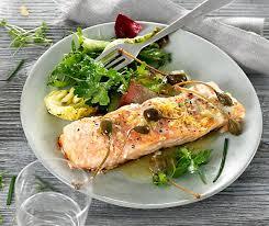 cuisiner filet de saumon filet de saumon et salade aux herbes betty bossi