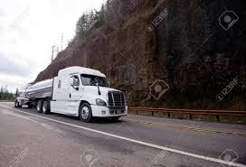 100 Aerodynamic Semi Truck Big Rig White Professional Semi Truck Tractor With Low Roof And