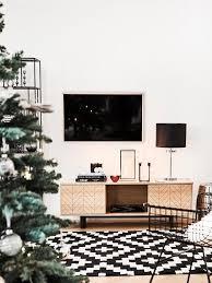 das wohnzimmer weihnachtlich dekorieren westwing