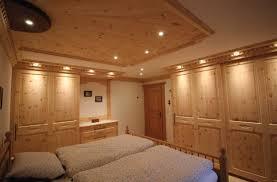 zirbenholz schlafzimmer zirbenholz betten metallfrei und